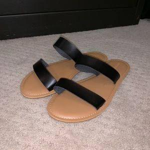 Old Navy black strap sandal size 8